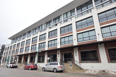 Milwaukee County Condo/Townhouse For Sale: 311 E Erie St #222