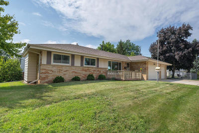 South Milwaukee Single Family Home For Sale: 3310 14th Ave