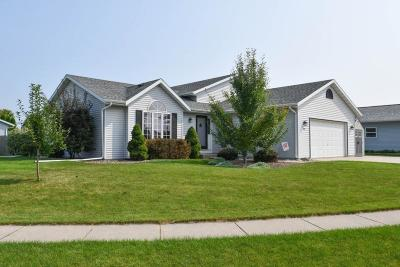 Watertown Single Family Home For Sale: 715 Autumn Crest Dr