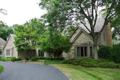 Waukesha County Single Family Home For Sale: 1975 Derrin Ln