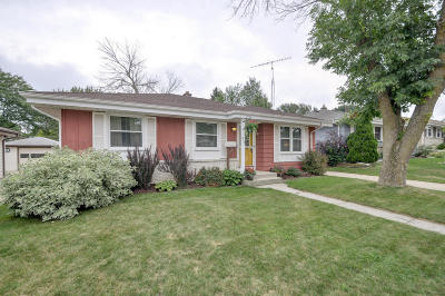 Racine County Single Family Home Active Contingent With Offer: 919 Ostergaard Ave
