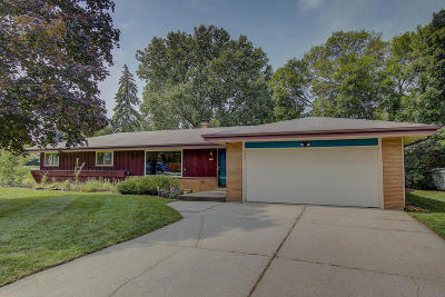 Waukesha County Single Family Home For Sale: 3429 S El Sirocco