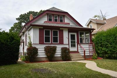 Milwaukee County Single Family Home For Sale: 690 S Oak Park Ct