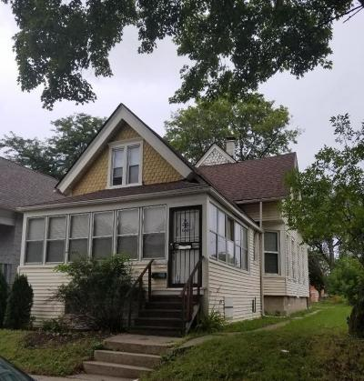 Milwaukee Single Family Home For Sale: 2230 N 25th St