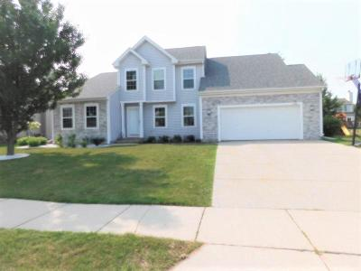 Ozaukee County Single Family Home Active Contingent With Offer: 2189 Hunters Ln