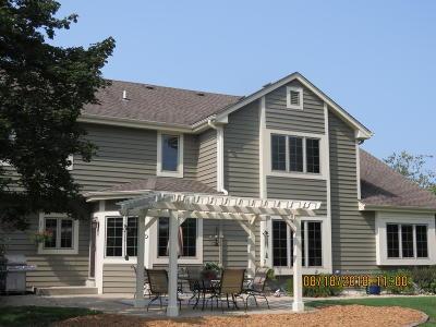 Pewaukee Single Family Home For Sale: W291n3814 N Round Hill Cir