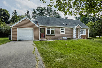 Waukesha County Single Family Home For Sale: 17045 Fullerton Ave