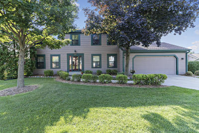 New Berlin Single Family Home For Sale: 16355 W Crescent Dr