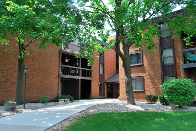 Milwaukee County Condo/Townhouse For Sale: 4215 N 100th St #360