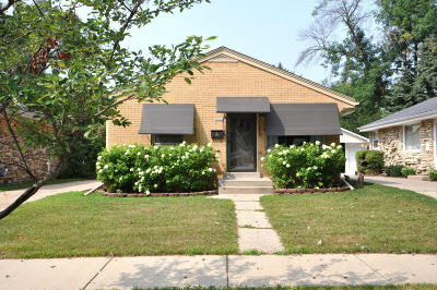 Milwaukee County Single Family Home For Sale: 5745 N Dexter Ave