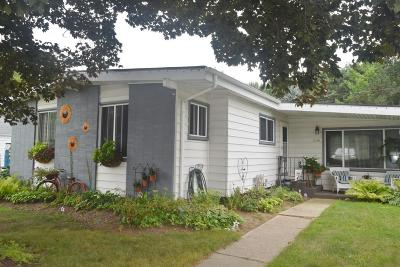 Waukesha WI Single Family Home For Sale: $199,999