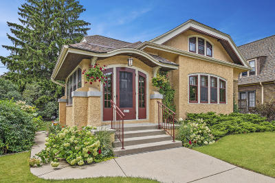 Milwaukee Single Family Home Active Contingent With Offer: 3213 N Cramer St