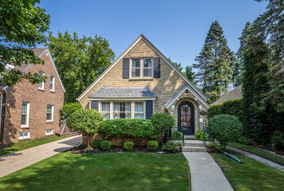 Whitefish Bay Single Family Home For Sale: 914 E Courtland Pl