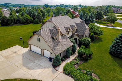 Pewaukee Single Family Home For Sale: W283n4888 Roosevelts Quay