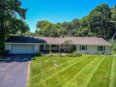 Oconomowoc Single Family Home Active Contingent With Offer: 4606 W Deer Park Rd