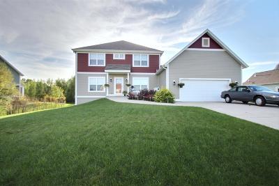 Oconomowoc Single Family Home For Sale: W351n5865 Westshore Rd