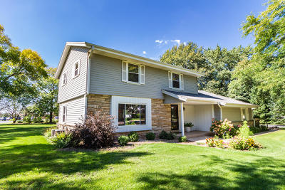 Mequon Single Family Home For Sale: 11213 N Country View Dr