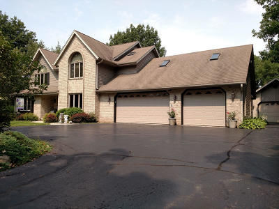 Oak Creek Single Family Home For Sale: 1400 E Puetz Rd