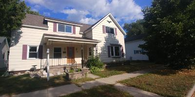 Single Family Home For Sale: 1208 Oakes St