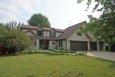 Slinger Single Family Home Active Contingent With Offer: 5645 Kengary Ct