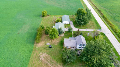 Mayville Single Family Home For Sale: N10123 N Bluemound Rd