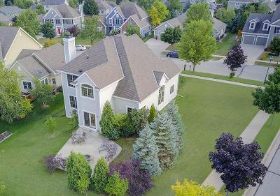 Ozaukee County Single Family Home For Sale: 404 Bobolink Ave