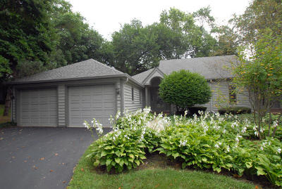 Oconomowoc Condo/Townhouse For Sale: 406 Pine Ter