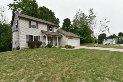 Single Family Home Active Contingent With Offer: 903 Ridgeway Cir