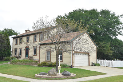 Waukesha Single Family Home Active Contingent With Offer: 1237 Cavalier Dr