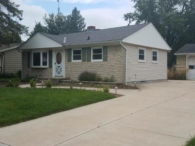 Oconomowoc Single Family Home Active Contingent With Offer: 734 Sherman Ave