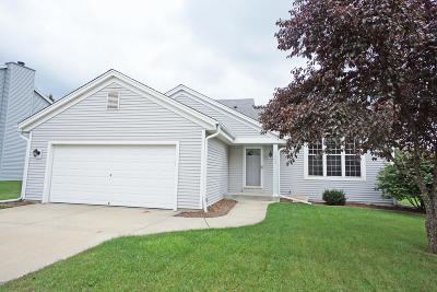 Pewaukee Single Family Home Active Contingent With Offer: 1342 Chesterwood Ln
