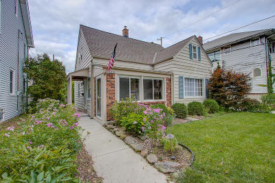 Shorewood Single Family Home For Sale: 1410 E Kensington Blvd