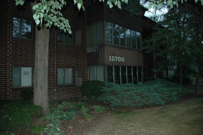 Menomonee Falls Condo/Townhouse Active Contingent With Offer: N85w15700 Ridge Rd #308