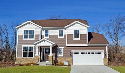 Waukesha Single Family Home For Sale: 2501 Marie Cir