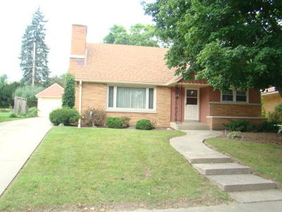 West Allis Single Family Home Active Contingent With Offer: 5920 W Fillmore Dr