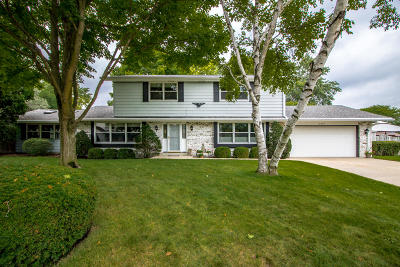 New Berlin Single Family Home Active Contingent With Offer: 15205 W Fenway Ct