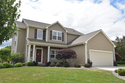 Waukesha Single Family Home Active Contingent With Offer: 1927 Patrick Ln
