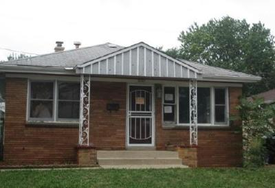 Milwaukee Single Family Home For Sale: 5147 N 69th St
