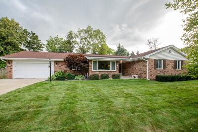 Glendale Single Family Home Active Contingent With Offer: 2115 W Woodbury Ln