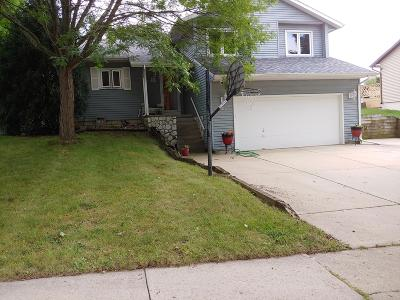 Waukesha Single Family Home Active Contingent With Offer: 1611 Mohawk Ln