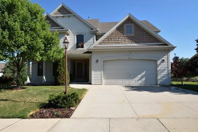 Waukesha Single Family Home For Sale: 1626 Deer Trl