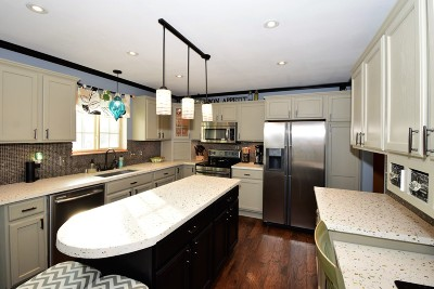 Waterford Single Family Home For Sale: 628 Woodland Cir