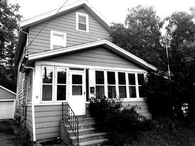 Fort Atkinson Single Family Home Active Contingent With Offer: 824 N Main St