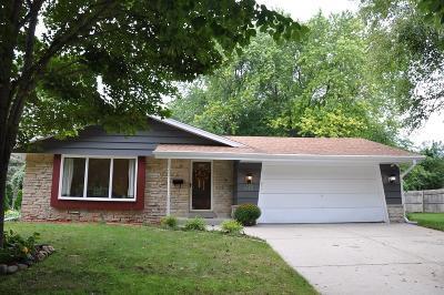 Cedarburg Single Family Home For Sale: W63n985 Holly Ln