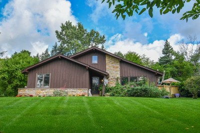 Pewaukee Single Family Home Active Contingent With Offer: W264n4842 Bayberry Dr