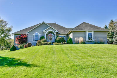 Waukesha Single Family Home For Sale: W253s7585 Forestview Ln
