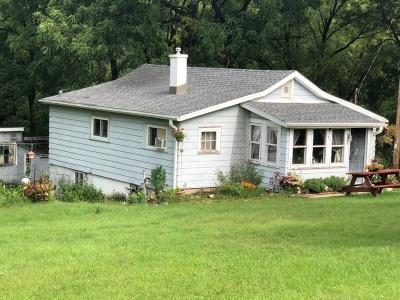 Pewaukee Single Family Home For Sale: 471 Prospect Ave