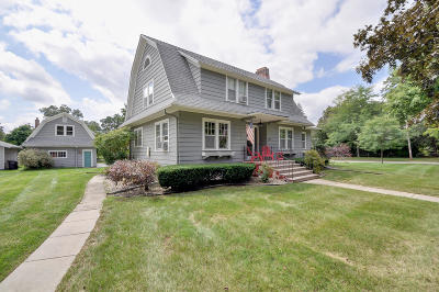 Lake Geneva Single Family Home Active Contingent With Offer: 1130 Park Row St