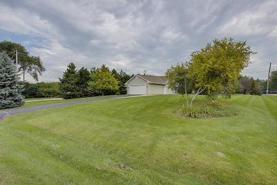 Brookfield Single Family Home Active Contingent With Offer: 430 Fairway Dr