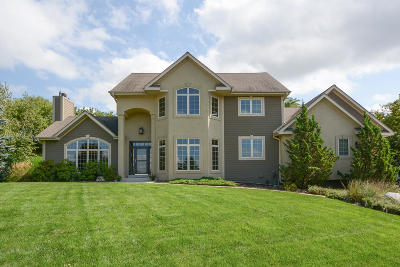 Pewaukee Single Family Home Active Contingent With Offer: N25w27017 Lauren Ct